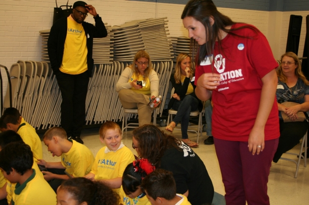 Terri Cullen and OU student at Arthur Elementary